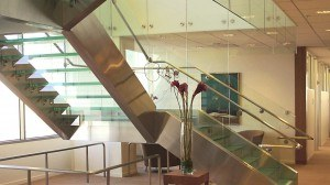 glass-stairs-costa-mesa_000000